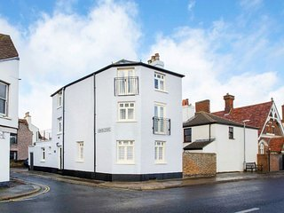 Hoop & Griffin - A lovely seafront property located in the heart of Deal