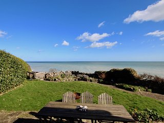 Victory at Cliffe - A luxury coastal holiday home with panoramic views of the se