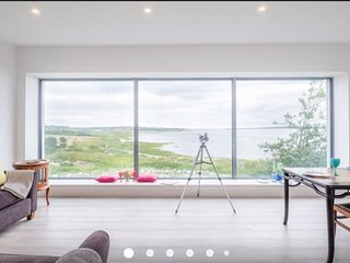 Spectacular sea view lodge at Oranmore Castle