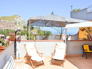 Casa del Sole - splendid apartment just a few steps from the sea and Taormina st