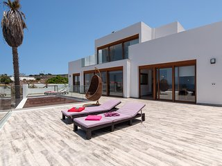 Modern 5 Bedroom Villa. Completely Refurbished (2018). Callao Salvaje. Sleeps10
