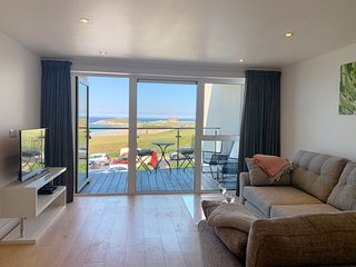 Ocean Gate 7 is a beautiful ocean front newly refurbished apartment