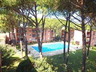 8265 - Apartamento con jardín y piscina comunitaria