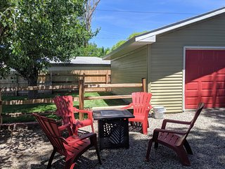 ♡Peach House I- Romantic Downtown, Wifi, garage, big yard & Pets Welcome