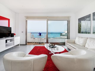 Penthouse in La Caleta, on the first beach line