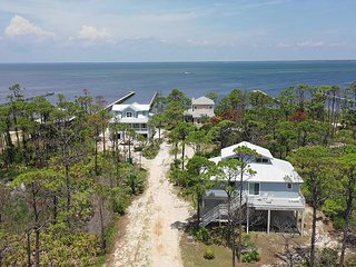 New Listing! Breezeway - Bay and Gulf views, 500' dock.  Beach gear included!