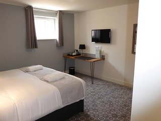 Rooms at 73Waterlooville Rm2