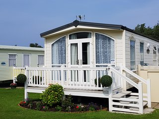 6 berth caravan to hire with decking at California Cliffs, Norfolk ref 50060L