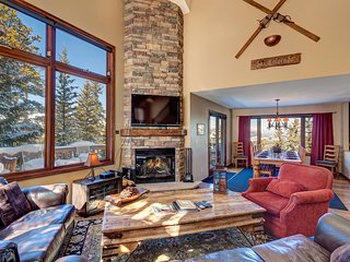 FREE SkyCard Activities - Ski Area Views, Private Hot Tub, Wood Burning