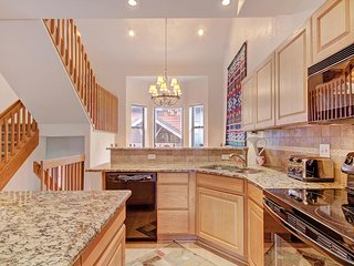 FREE SkyCard Activities - Charming Townhome, Private Hot Tub, Close To Town