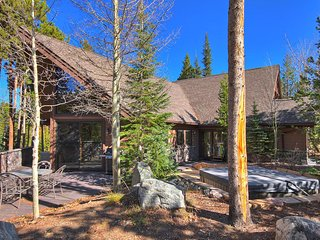 FREE SkyCard Activities - Custom Home, Private Hot Tub, Close To Skiing/Town