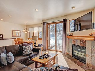 FREE SkyCard Activities - Cozy Townhome, Private Hot Tub, Mountain Views
