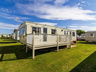 8 berth caravan for hire in Heacham Holiday Park in Norfolk ref 21038