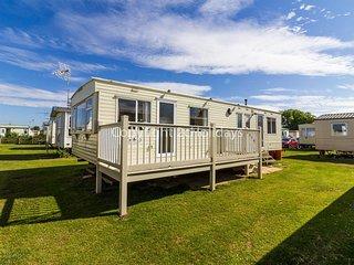8 berth caravan for hire in Heacham Holiday Park in Norfolk ref 21038C