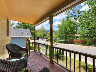 FREE SkyCard Activities - Historic District, Gas Fireplace, Private Hot Tub