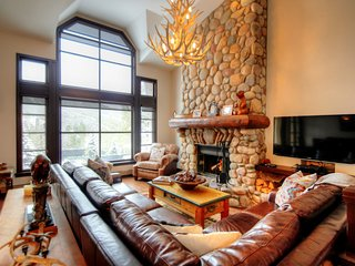 Impeccable Ski-In/Ski-Out Townhome with Views of the Lifts!