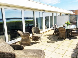 Stunning 4 bed Harbour View Apartment