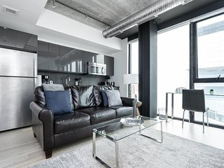 Executive 1 Bedroom Suite  In The Heart Of The City