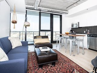 SALE! SEE LISTING! 12th Flr| Industrial-Chic| 2 bdr | Downtown+Parking