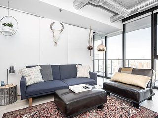 12th Flr| Industrial-Chic| 2 bdr | Downtown + Parking