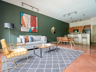 Sonder | Ballpark Lofts | Vibrant 1BR + Pool