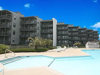 1118 Shipwatch Villas - 2BR Oceanfront Condo in North Topsail Beach with Communi