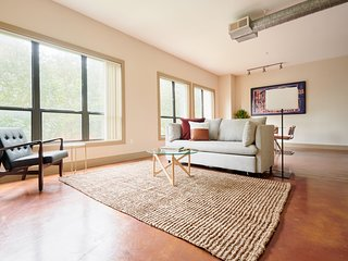 Sonder | Ballpark Lofts | Airy 1BR + Theater Room