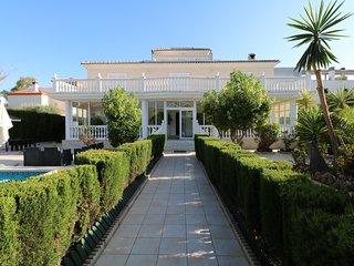 Villa Olga Torremolinos. Con piscina climatizada