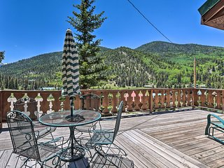 NEW! Red River Cabin w/Mtn-View Deck, Near Main St