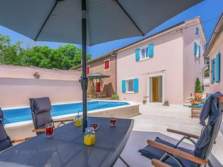 2 bedroom Villa with Pool, Air Con and WiFi - 5808694