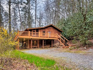 NEW! Seed Lake Home on 14 Acres w/Dock + Kayaks!