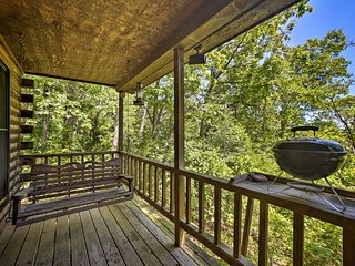 NEW! Secluded Studio w/Deck, 8.5mi to Beaver Lake!