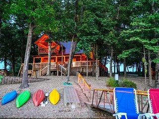 Cabin w/30 Acres, Dock & Private Lake- Near Ozarks