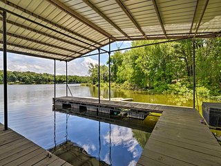 NEW! Waterfront Lake Barkley Home w/ Deck + Grill!