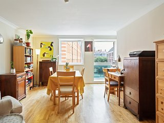 Lovely 2 Bed Apt w/Decorative Interior nr Pimlico