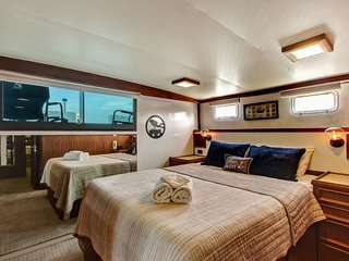 53 Hatteras--Welcome Aboard Never Better!