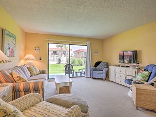 Townhome on St. Augustine Beach w/ Pool & Patio!