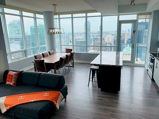 Luxury Penthouse with unbeatable view, spacious 3/3 with parking, pool and many