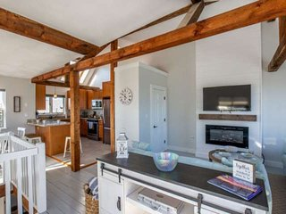 Midweek Special! Beach House: 20 Steps to beach access, family friendly, grill,