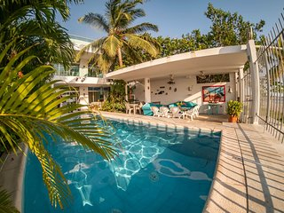Directly on the beach with swimming pool and AC