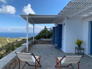Sifnos, Cyclades - maison blanche, vue sur la mer, terrasses