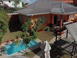 Beau Vallon Villa With Pool