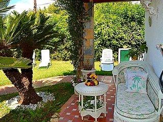Spacious villa with sea view & Wifi