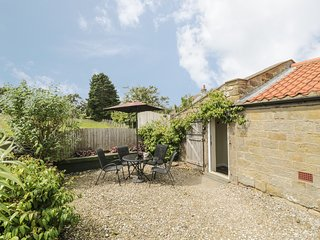 THE GOAT SHED, pet friendly, character holiday cottage in Robin Hood'S