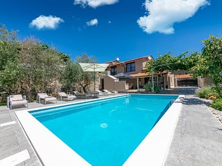 5 bedroom Villa with Pool, Air Con and WiFi - 5808342