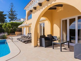 Son Bou Apartment Sleeps 6 with Pool Air Con and WiFi - 5333886