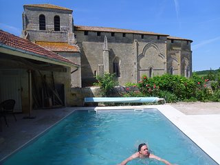 Romantic Gite nr St Emilion, with private pool