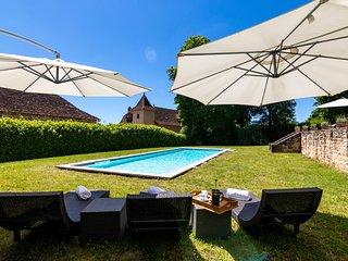 Le Bourg Villa Sleeps 10 with Pool - 5049480