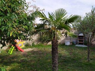 Casa Rural Villa de Ambel, alquiler completo, 300m2 con jardín, bbq y zona niños