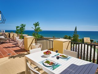 Sun-lovers Beachfront Paradise. All day sun! Stunning Views! Amazing Sunsets!